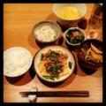 今夜は豆腐ステーキの肉あんかけと大根ピリ辛サラダとほうれん草おひ