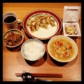 昨夜は一口餃子と蓮根キンピラと野菜スープと納豆とごはん(´¬`) 夜