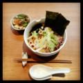 今日の昼ごはんは白菜海苔ラーメンとカブサラダ(´¬`) 外は雪。