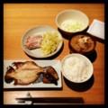 今夜は茹で豚と酢キャベツとえぼ鯛の開きと豚汁と納豆とごはん(´¬`)