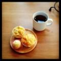 今朝はリンゴとチーズのマフィンと紅茶(´ー`) 連休ありがたやー。