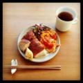 今朝はフォカッチャとトマトエッグとミニサラダと紅茶(´ー`) 今日は