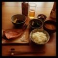 今日の昼ごはんは赤魚粕漬けと若竹煮とキノコズッキーニとイカほうれ