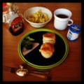 今朝はケンタ風ビスケットとブロッコリーとハムとキウイとミント紅茶