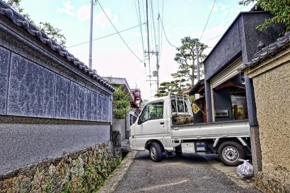 狭い日本の道