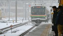 大雪に見舞われた東京の鉄道