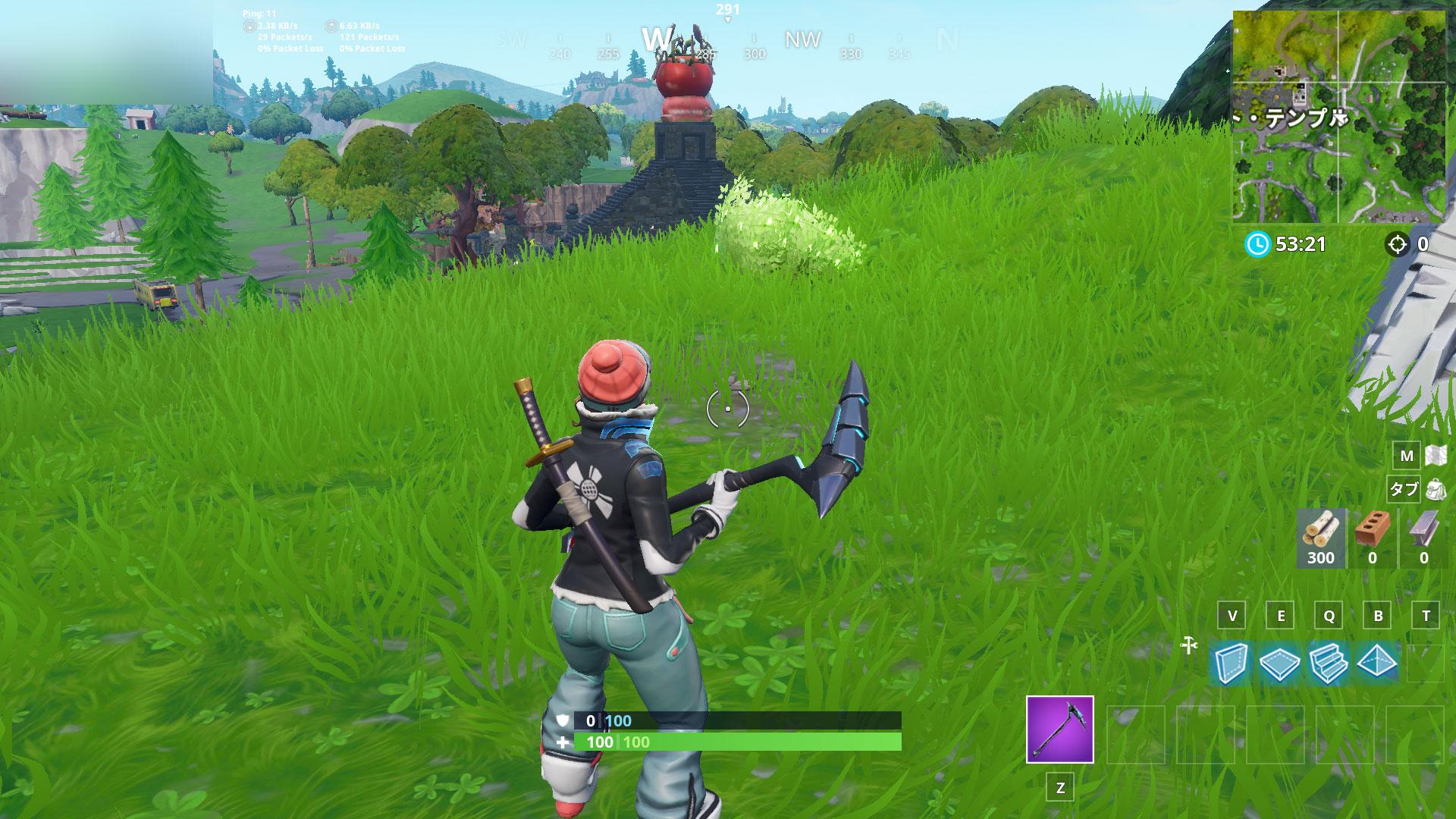 巨大な岩男、王冠トマト、囲まれた木の間を探す