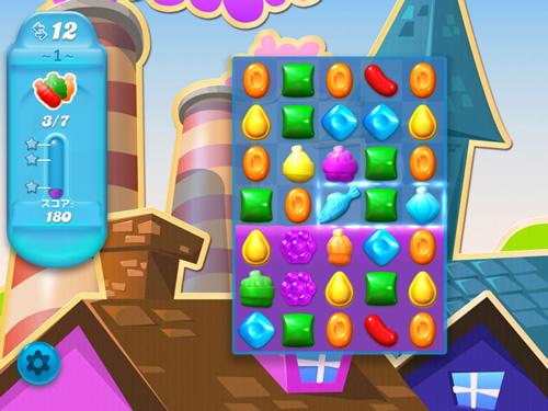 キャンディークラッシュソーダのパズル画面。魚のピースでボトルを狙って消す