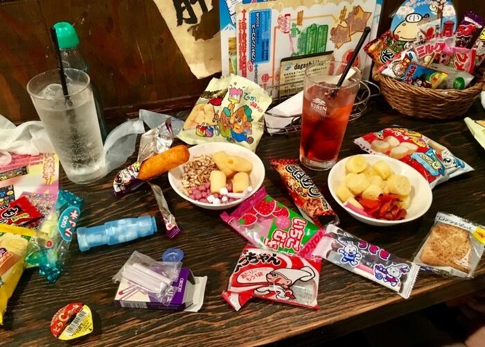 池袋駄菓子バーで昔懐かしいお菓子をたくさん選びました