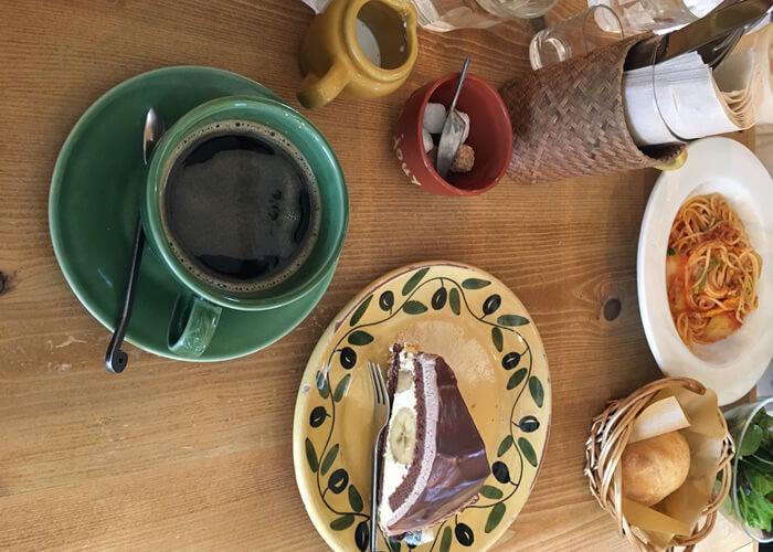 ア・ラ・カンパーニュのタルト・ショコラ・エ・バナーヌとブレンドコーヒー