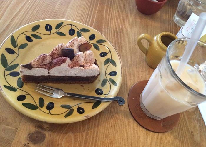 ア・ラ・カンパーニュのケーキセット(アイスミルクティと季節限定ケーキ『タルト・オ・ショコラ・エ・マロン』