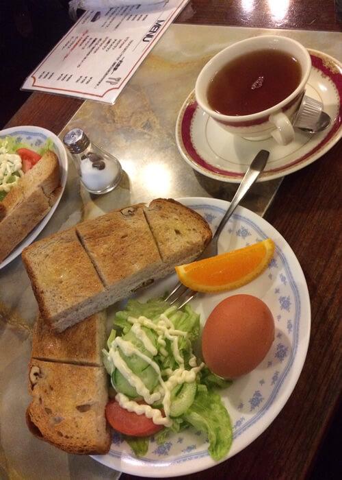 十条駅の隠れ家的な喫茶店、樹里で紅茶のモーニングセットを注文