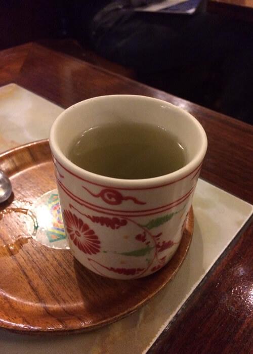 樹里ではサービスで、ヨーグルトと果物(柿またはメロン)と昆布茶がついてきます