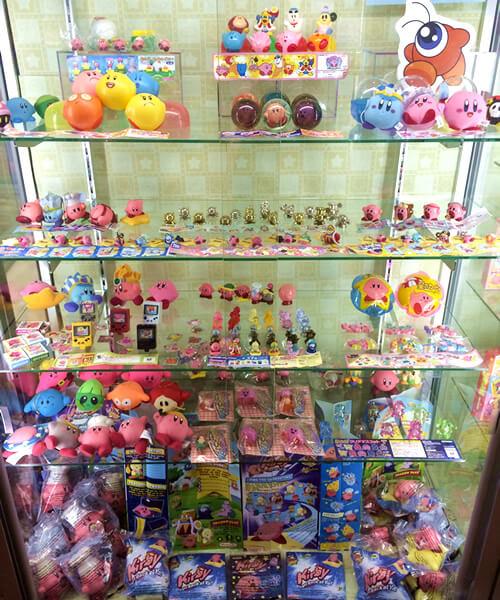 星のカービィワンフロアまるごとミュージアムの展示品。ガシャポン系、人形やスーパーボール