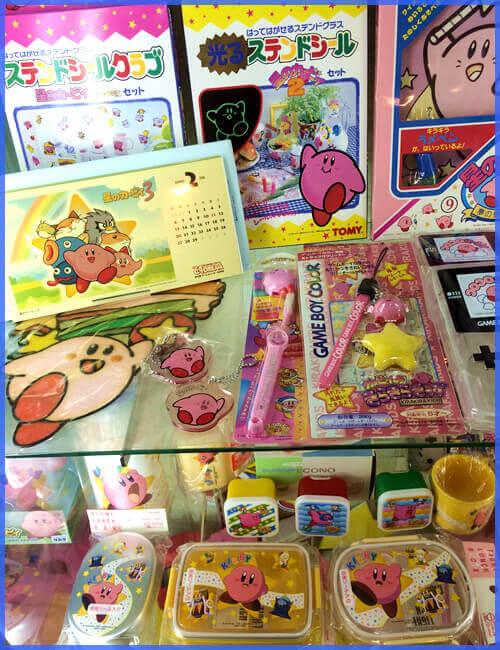 カービィのステンドシールやカレンダーと歯ブラシ。ゲームボーイカラー専用ストラップ付クリーナーとアニメカービィのお弁当箱