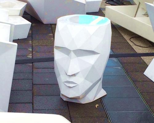 カービィカフェ付近にあるカブーに似た椅子のような作り物