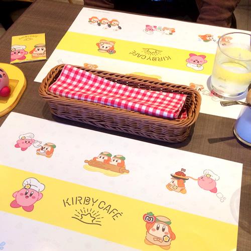 カービィカフェのテーブル席にはカービィとワドルディが描かれたランチョンマットがあります
