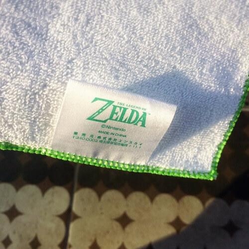 ハンカチの裏側のタグ。ゼルダの公式ロゴが書かれている