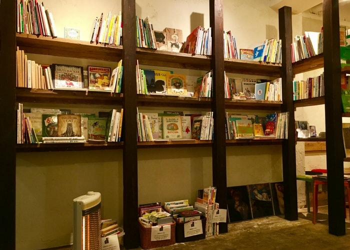 東京都内にあるブックカフェ、ブックカフェデイズの紹介と内観