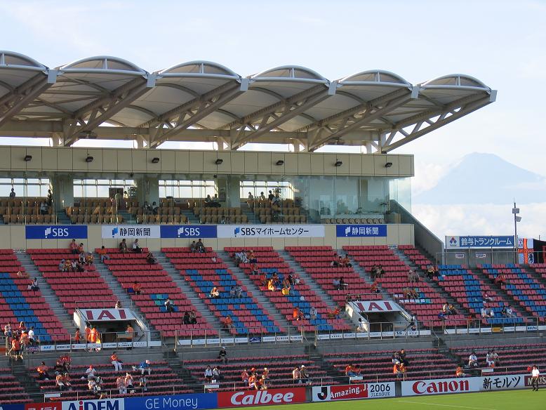 日本平スタジアムメインスタンドより富士山