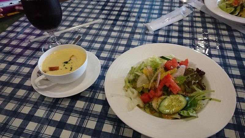 Cafe & Restaurant Picのスープとサラダ