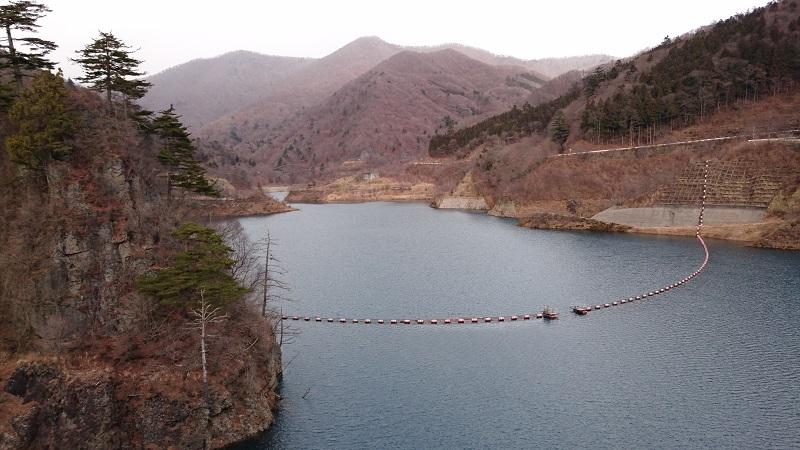奥四万湖の全体写真