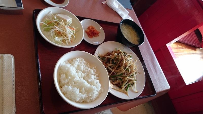 中華料理「金鳳」豚肉ともやしのピリ辛炒め定食
