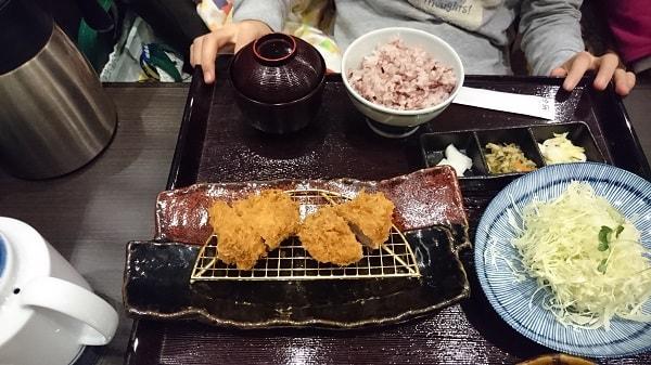 長女の黒豚ひれかつ定食(80g)の写真