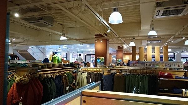 モンベルの店舗内の写真