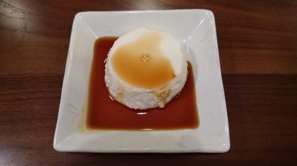 ジーマーミ豆腐を皿にあけたところ