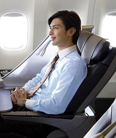 ANAプレミアムクラスのイメージ写真。男性サラリーマン乗客