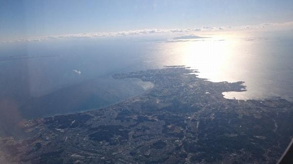 三浦半島の先端部分の機内からの写真