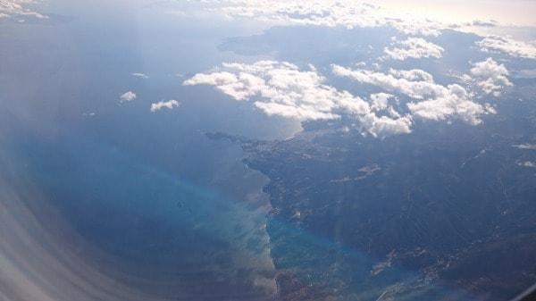伊豆真鶴付近の機内からの写真