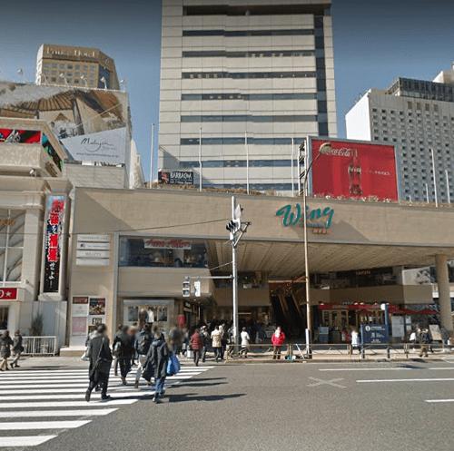品川駅高輪口前にあるWingの写真
