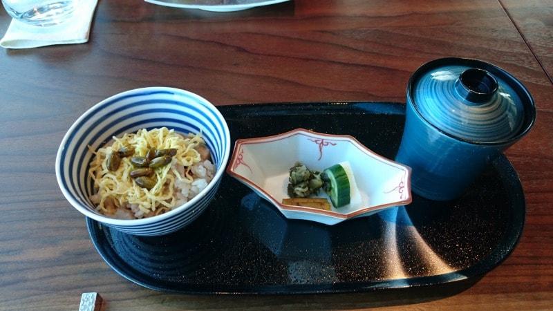蛸コンソメ炊き込みご飯 (味噌汁・香の物)