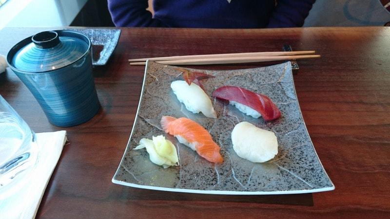 寿司四貫盛り(味噌汁)