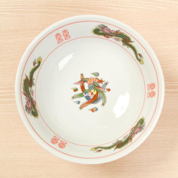 ニトリのラーメン丼(赤巻き三ツ龍)。555円(税別)。
