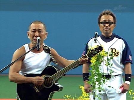 「とんぼ」を歌う長渕剛