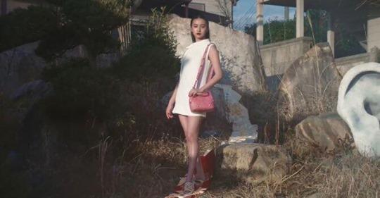 ヴァレンティノ「ハイヒールで着物の帯踏む」広告が物議 写真・動画が削除...ブランド側は「確認中」: J-CAST ニュース