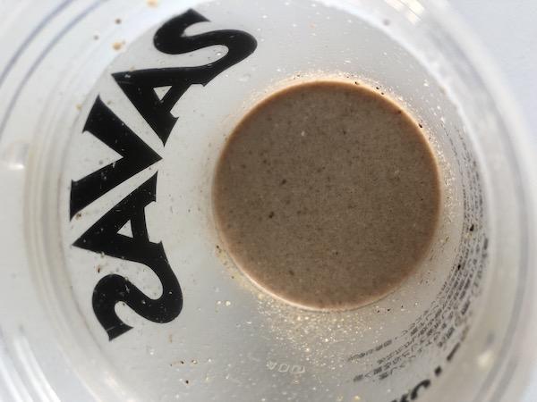 マッスルファームのプロテインパウダーを水に溶かした後の写真