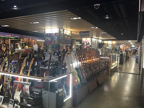 楽園楽器商店街 店内