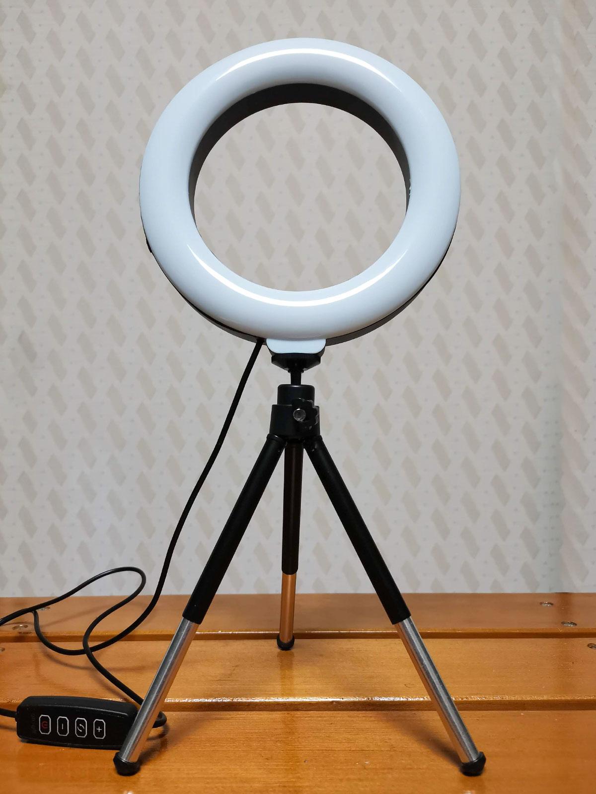 「LEDリングライト30」の三脚を伸ばす