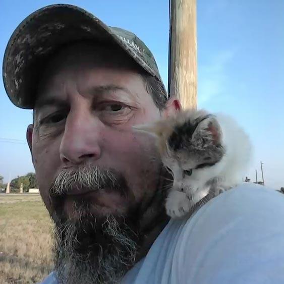 マイケルさんと子猫のシーバ