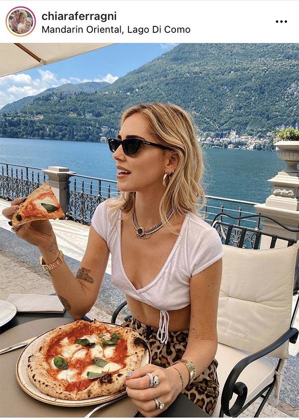 キアラ・フェラーニさんが食べてるピザが明らかにおかしい