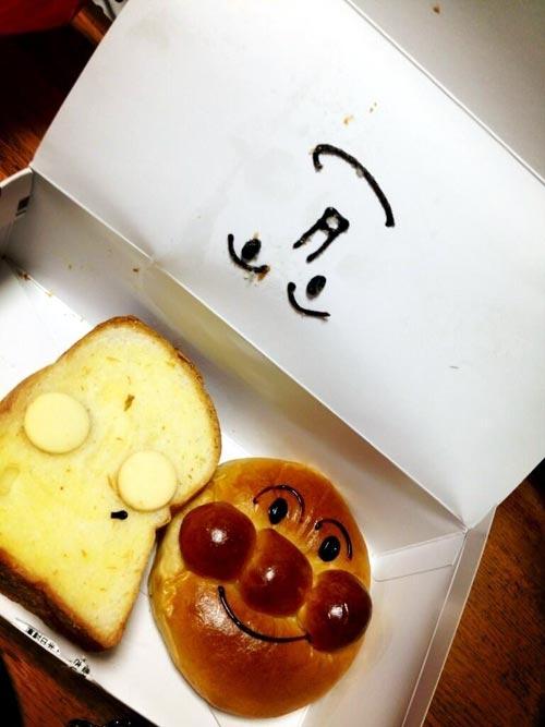 顔を持ってかれた食パンマン
