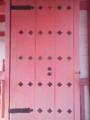 門が色あせてピンクに。かわゆい