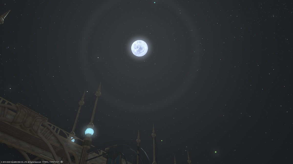 クリスタリウムから見る月
