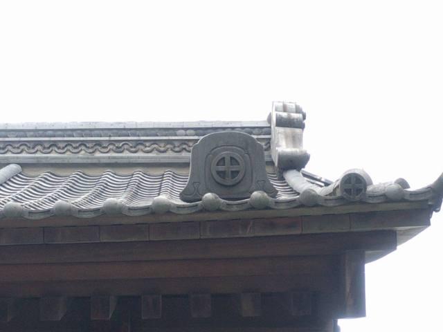 西郷どんで撮影場所となる西田橋の近くの島津家家紋