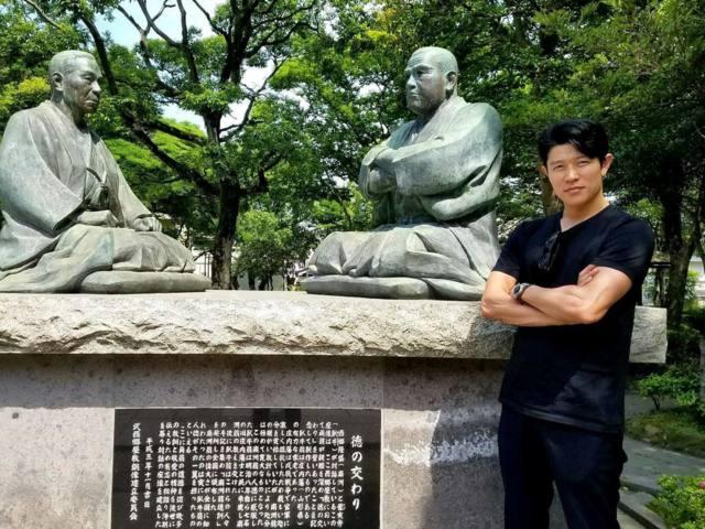 鹿児島を訪れた西郷隆盛役の鈴木亮平