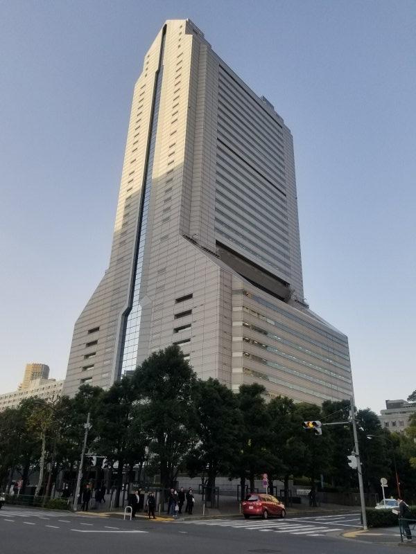 1990年に創設されたNEC本社ビルはロケットビルと言う